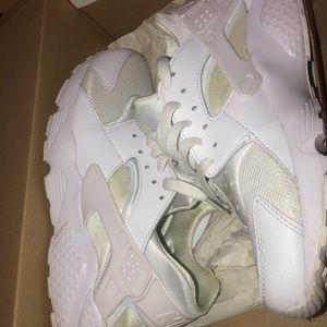 White Nike Huarache (GradeSchool Size)